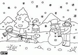niños jugando en invierno