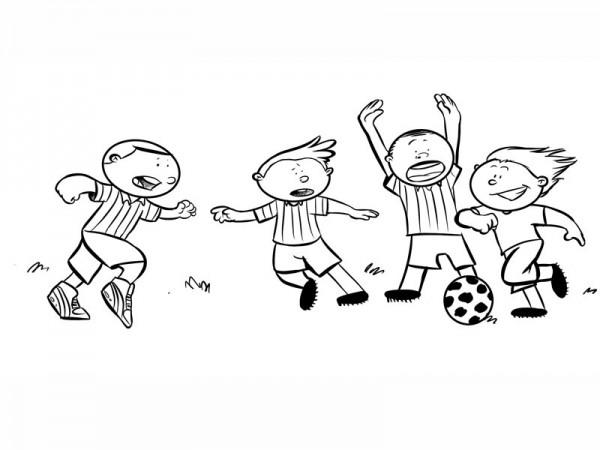 14472-4-ninos-jugando-al-futbol