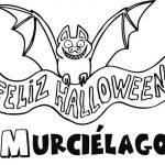 Pintando dibujos de murciélagos para festejar Halloween